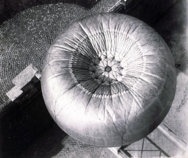 Foto del pallone aerostatico utilizzato da Giacomo Boni per fotografare il Foro Romano a Roma